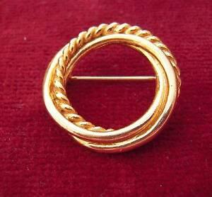 Vintage-Gold-Tone-Circle-Brooch