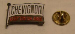CHEVIGNON-KEEP-039-EM-ON-AIRS-FLAG-vintage-pin-badge