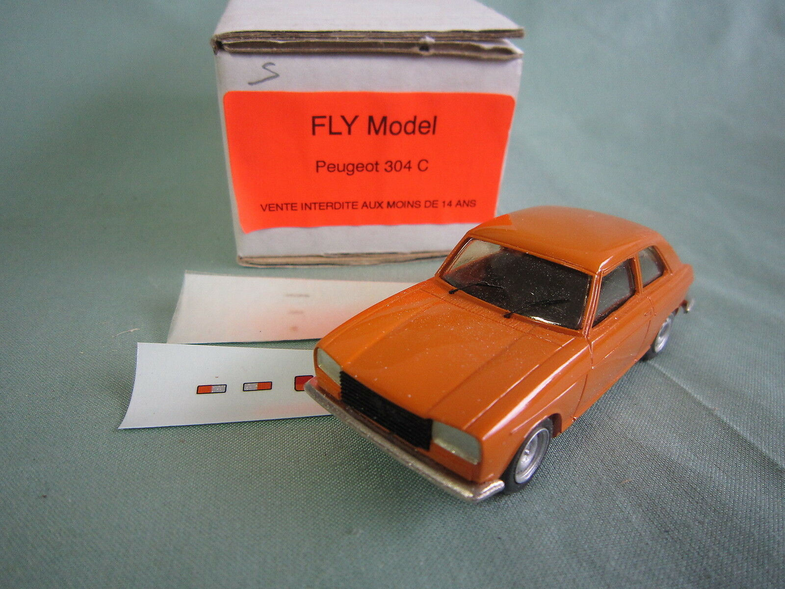 ABxxx FLY PEUGEOT 304 COUPE SAFRAN Orange RESINE FABRICATION Année 80 NEUF 1 43