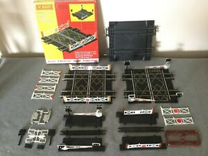 Hornby-00-Gauge-Double-amp-Single-Track-Level-Crossings-R636-R645-amp-spares