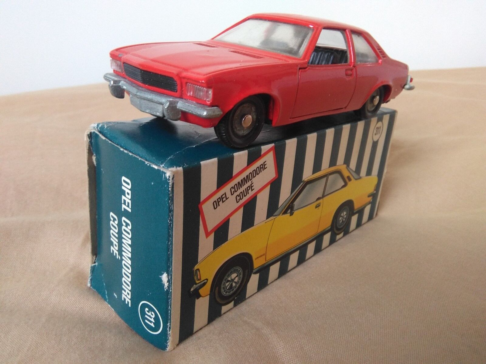 Antigua miniatura Ziss RW #311 Opel Commodore Coupé. 1:43 R.W.-Modell. Mini-Auto