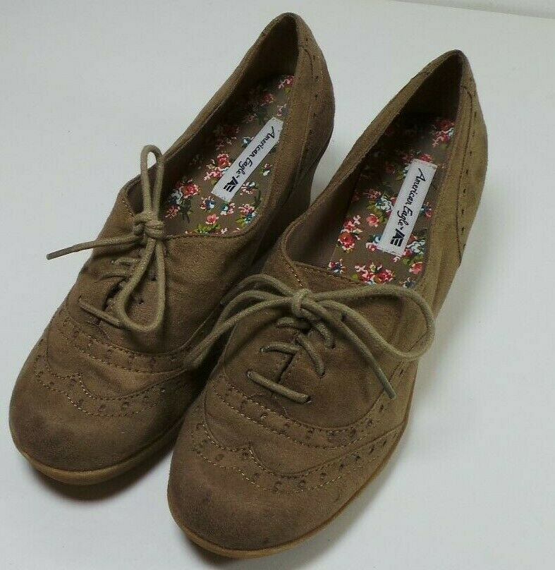 Women's American Eagle Beige Wedge Heel Dress Vintage Wingtip shoes Size 7 1 2