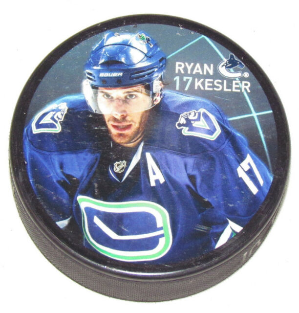 RYAN KESLER Vancouver Canucks PLAYER PHOTO PUCK 2013 NEW #17 In Glas Co.