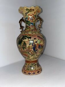Vintage-Royal-Satsuma-Japanese-Vase-Geisha-Girls-Moriage-Gilded-Double-Handles