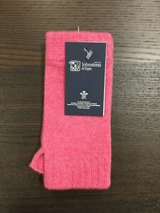 100-Cashmere-Wrist-Warmers-Johnstons-of-Elgin-Made-in-Scotland-Pink