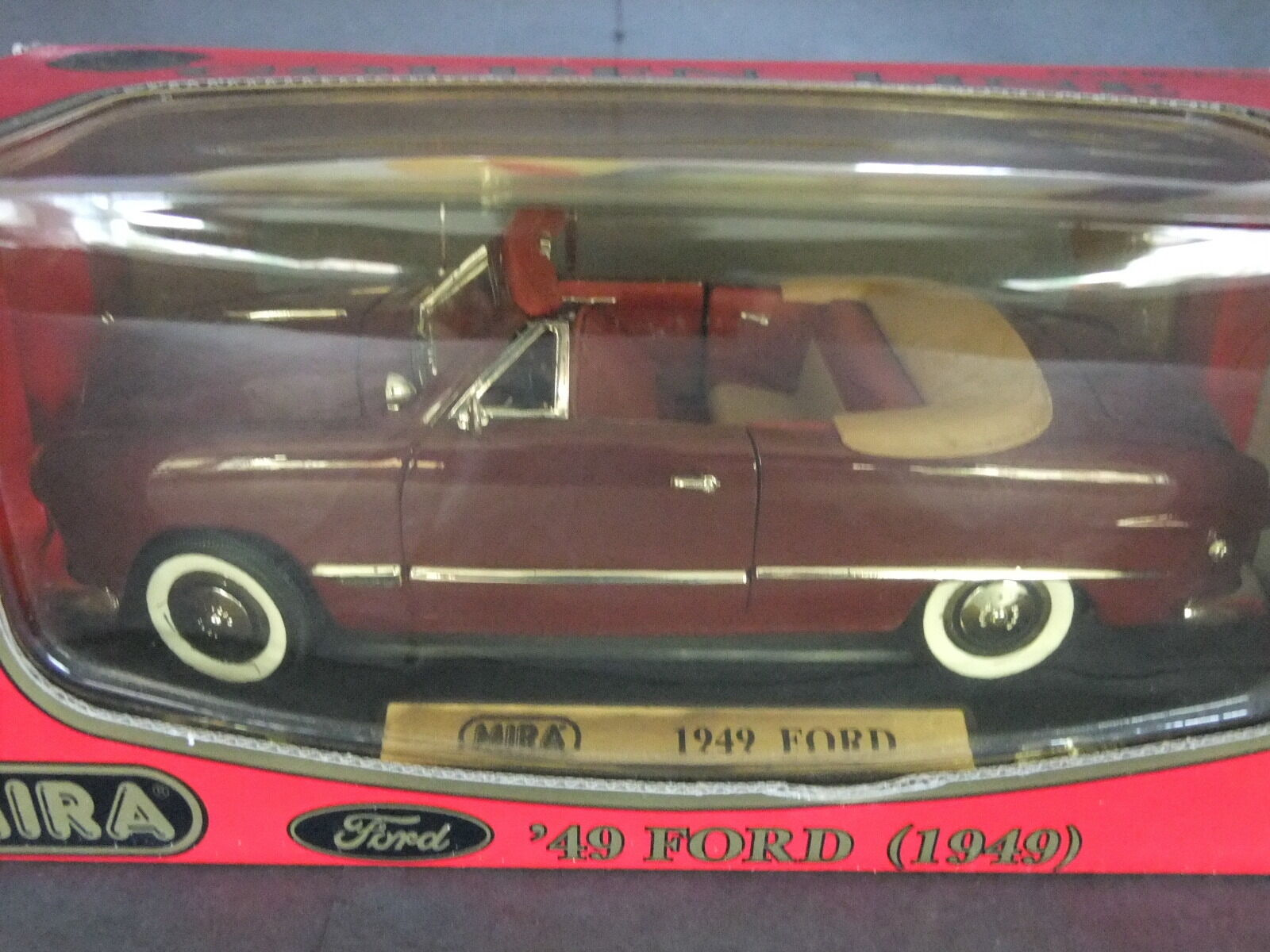Mira 1949 Ford ConGrünible - 1 18 Scale Maroon