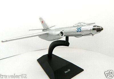 "IL-28 (Ilyushin) Soviet jet bomber DeAgostini mod & mag 58 ""LEGENDARY AIRCRAFT"""