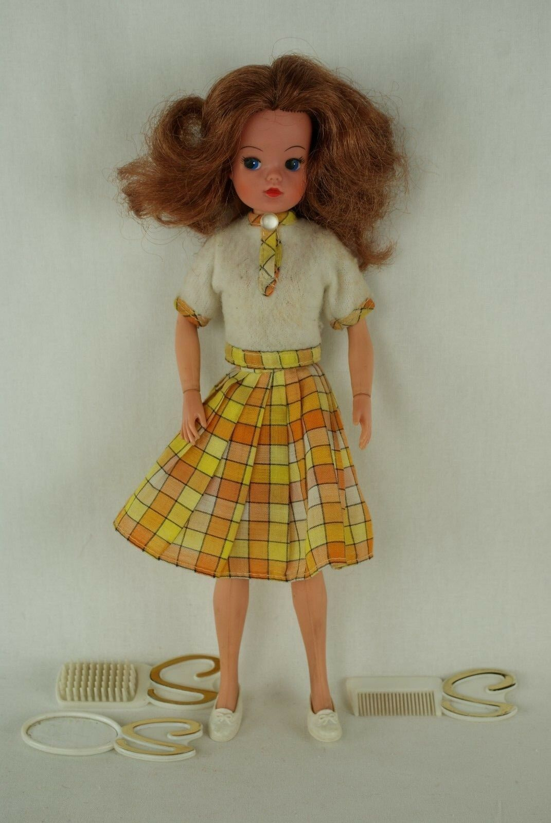 Pedigree SINDY SINDY SINDY auburn LOVELY LIVELY doll with outfit 1976 70's 89cc74