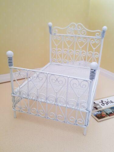 Maison de poupées miniatures échelle 1//12th Blanc Fil Lit Nouveau DF500