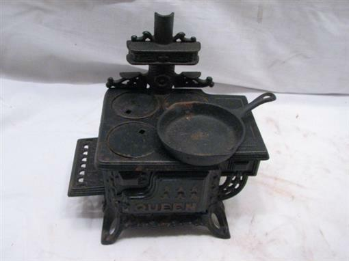 Vintage Queen Toy Cast iron Stove w Accessories Salesman Sample Doll House