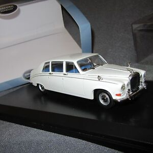 499E-Oxford-DS001-Daimler-DS420-Old-English-White-1-43