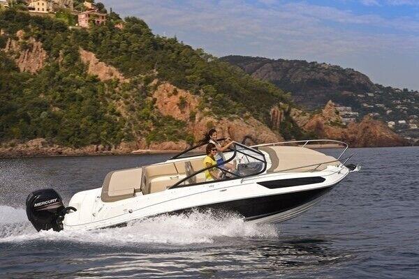 Bayliner VR5 OB Cuddy, Motorbåd, skrog: glasfiber