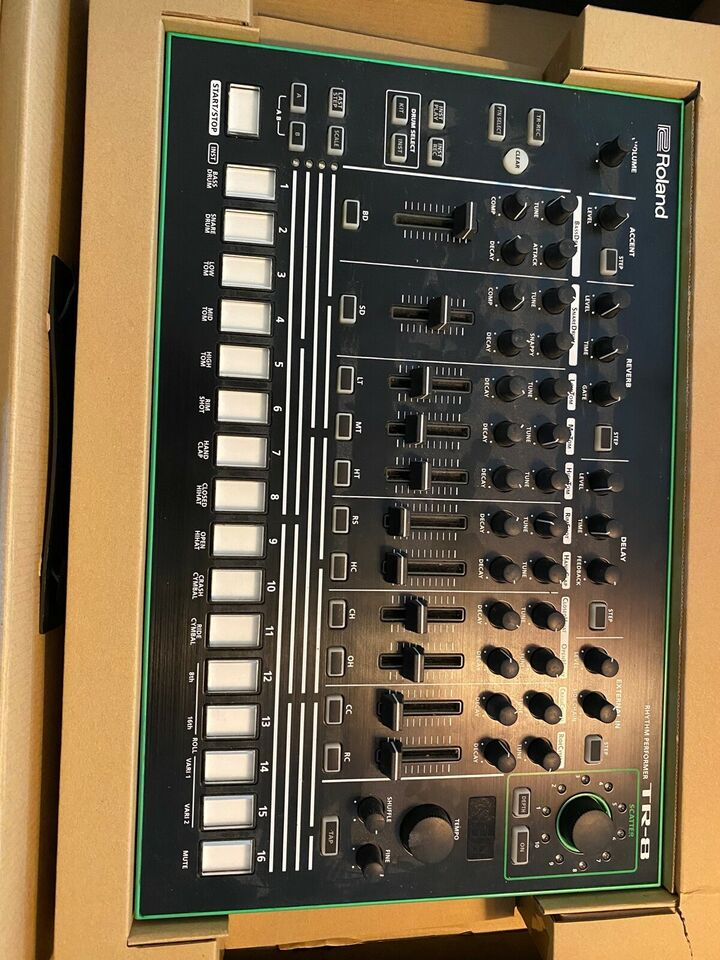 Groovebox, Roland TR-8