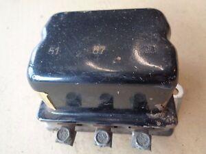 Fiat-850-T-Bus-Coupe-Spider-Regler-Lichtmaschinenregler-voltage-regulator-12V
