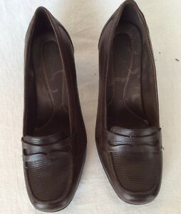 Image is loading Clarks-Bendables-Women-10M-Brown-Leather-Penny-Loafer-