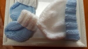 PREMATURE-HANDKNITTED-SET-HAT-amp-BOOTS-IN-BABY-BLUE-AND-WHITE-FOR-BOY