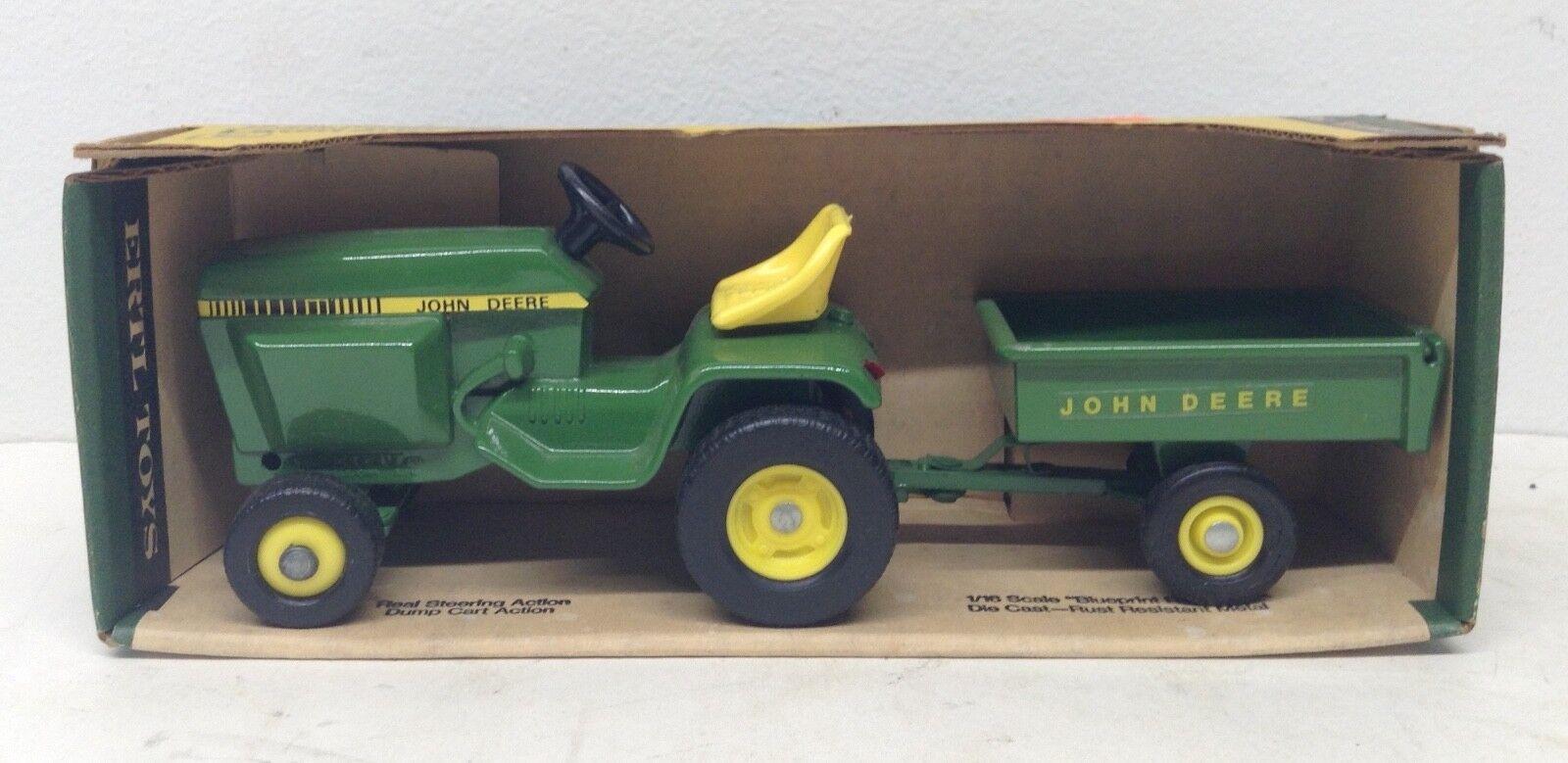1 16 JOHN DEERE MODEL 400 Lawn & Garden Tondeuse Tracteur Set avec chariot NOUVEAU par ERTL