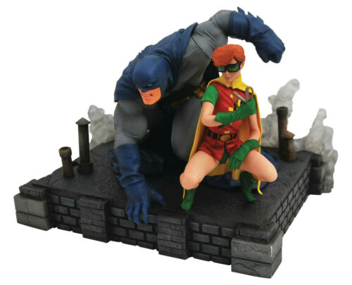 DIAMOND SELECT DC GALLERY DARK KNIGHT RETURNS BATMAN /& CARRIE DELUXE PVC FIGURES