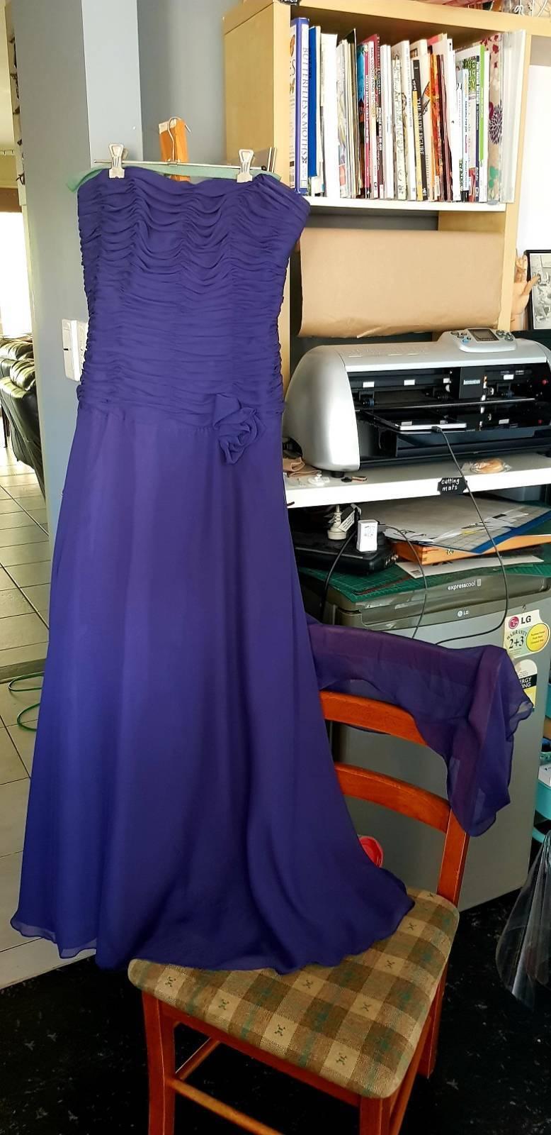 Moda strapless smoky lila formal gown