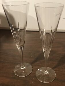 Pair-of-Vera-Wang-Wedgwood-Duchesse-toasting-flutes-in-box-E94
