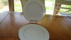 Lovelace-Luncheon-plates-Crown-Victoria-2-9-034-Plates-Wedding-China-EUC-Platinum