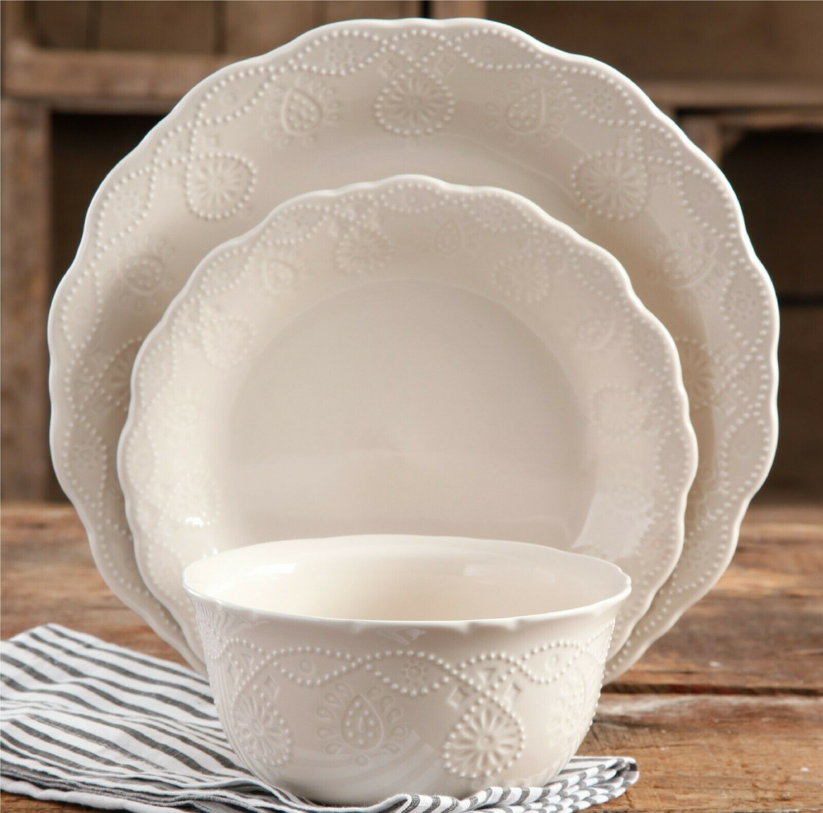The Pioneer Woman dentelle 12 pièces Dinnerware Set, WALMART EXCLUSIVE