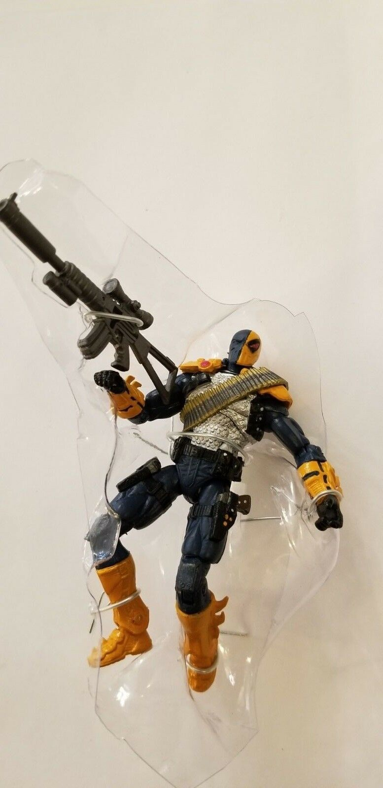 DC COLLECTIBLES 3.75  INJUSTICE DEATHSTROKE FIGURE  B