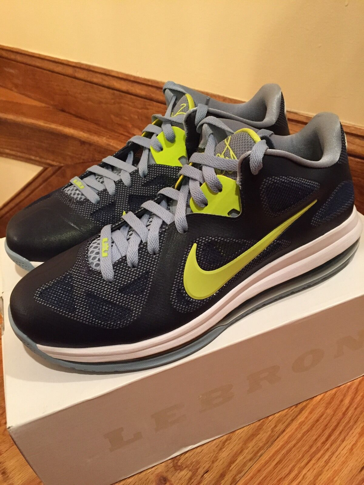 Nike Lebron 9 510811-401 SZ 9 Brand New, DS