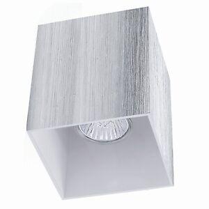 Luz-de-Techo-Lampara-Foco-Empotrado-Anguloso-Aluminio-Simple-Construccion