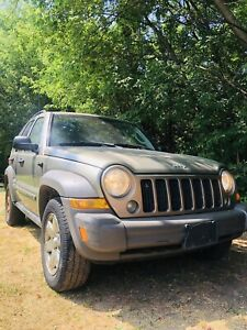 CERTIFIED JEEP LIBERTY ! SUV- 4WD - nice and speedy