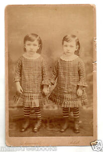 TWIN BOYS Photo Wearing Dresses Holding Hands Lace Collar c1880s Cabinet Card