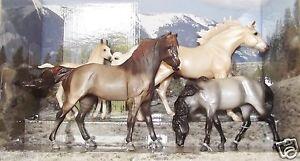 BREYER-Cloud-039-s-Encore-4-Horse-Cloud-Gift-Set-Classic-1-12-Scale-1728