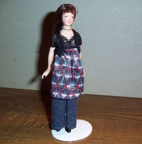 """miniatura 1:12 Puppenstubenpuppe /""""moderna mujer joven en el traje de pantalón/"""""""