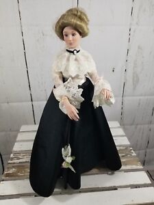 Effanbee-Porcelain-doll-17-034-victorian-with-Stand-soft-torso