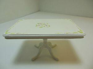 Dollhouse Miniatures Furniture 1/12: 30017wt Grape Motif Table