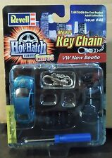 REVELL VW VOLKSWAGEN NEW BEETLE HOT HATCH EUROS CAR MODEL KIT KEY CHAIN HTF TEAL