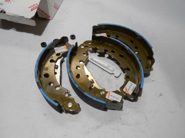 Genuine Toyota Yaris 2001-2011 Rear Brake Shoes - 04495-0D040