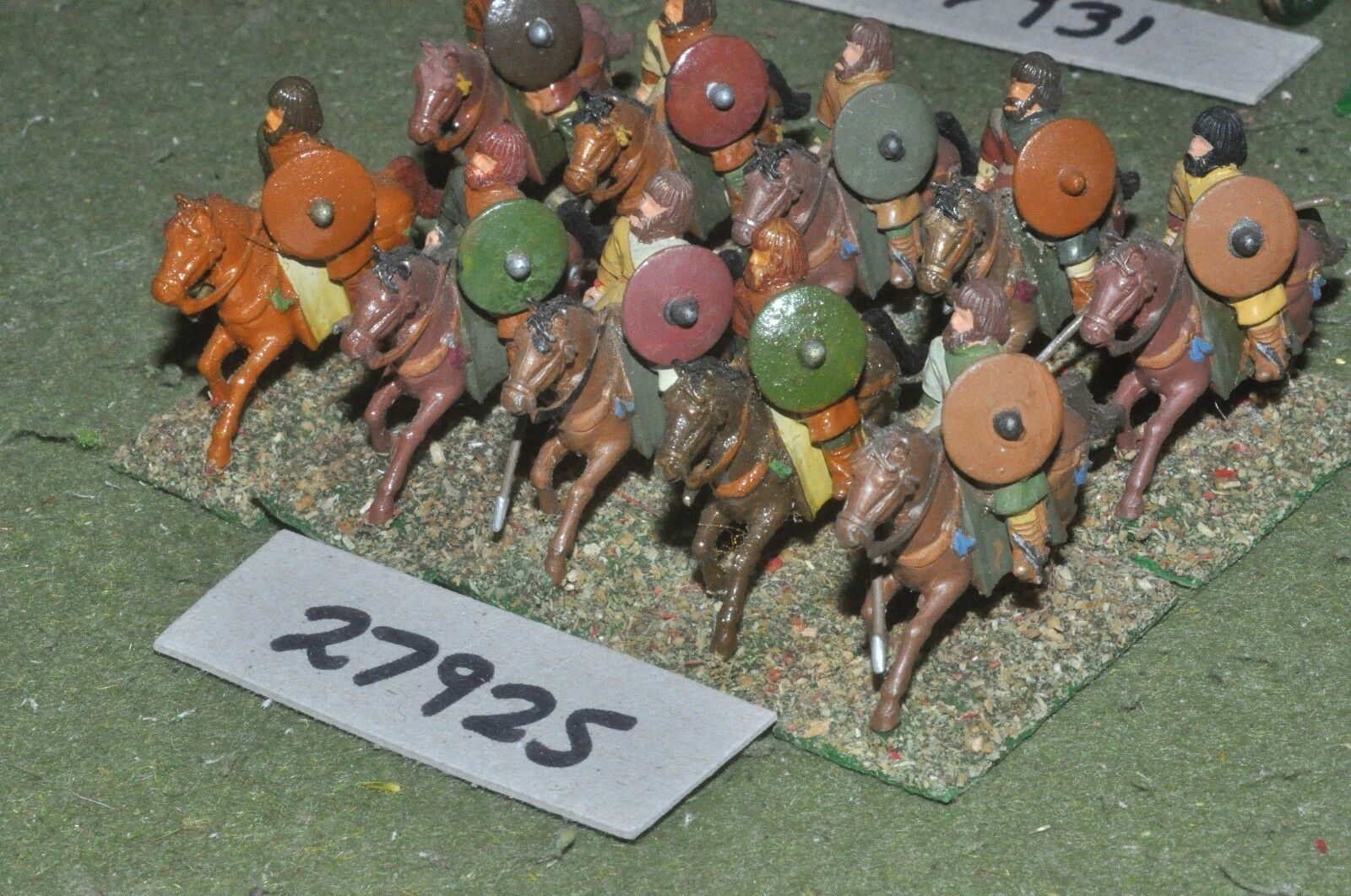 25mm dark ages   goth - heavy 10 figures - cav (27925)