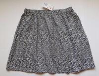 H&m Divided Light Mini Skirt Size 8 Black & White Flower Print Elastic Waist