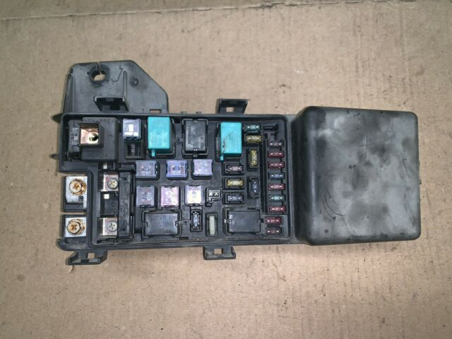 03  2 4l  Engine Bay   Fuse   Relay   Box