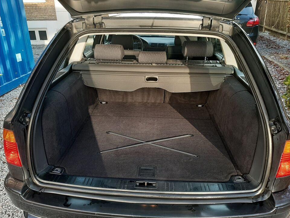 BMW 525i, 2,5 Touring aut., Benzin