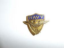 b1548 WW 2 US Navy USN V-5 Program Cap Badge B1D47