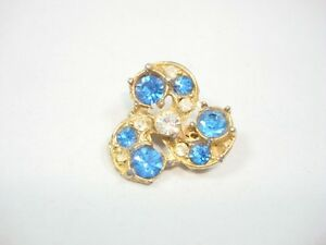 Vintage-Pin-Brooch-Gold-tone-Metal-flower-shape-blue-clear-rhinestones