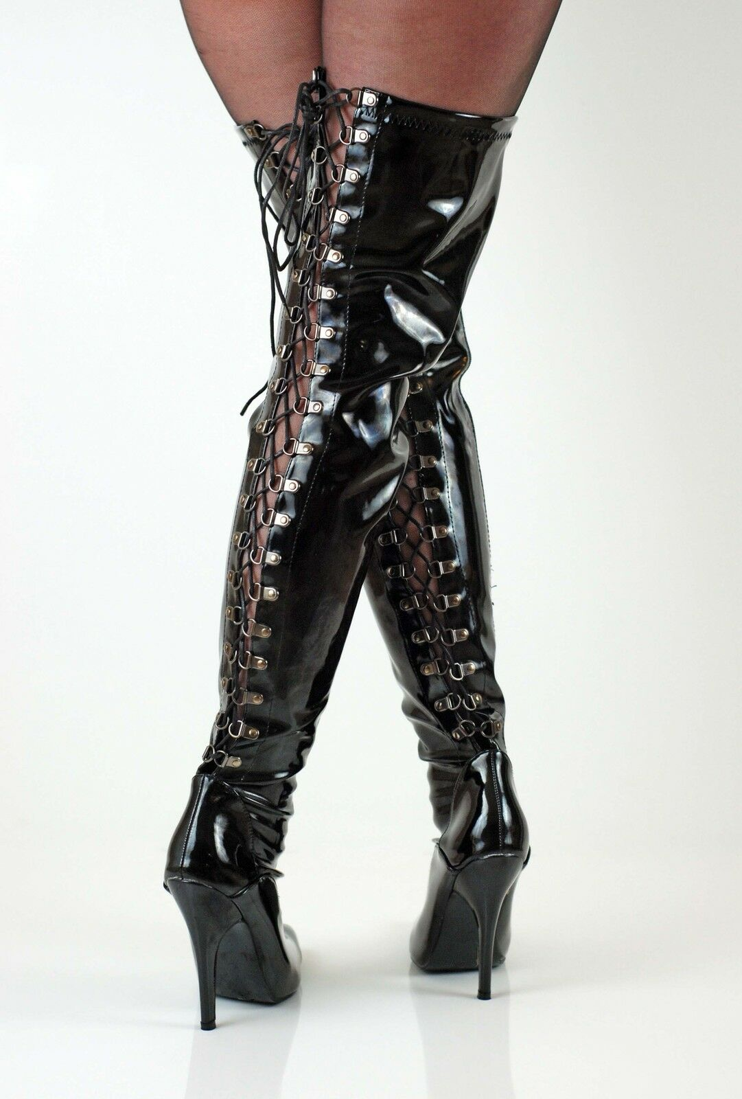Femme dessus genou bottes cuissardes lacée noir