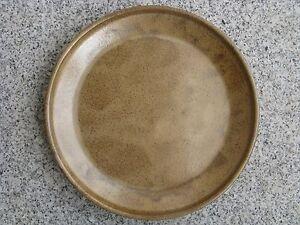 ASSIETTE-GRES-BRUN-22-cm-diametre