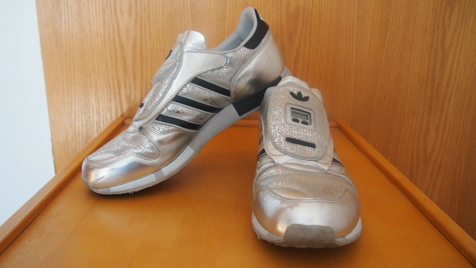 Adidas Micropacer Sneaker Turnschuhe * Silber/Schwarz. Silver/Black US 10. EU 44
