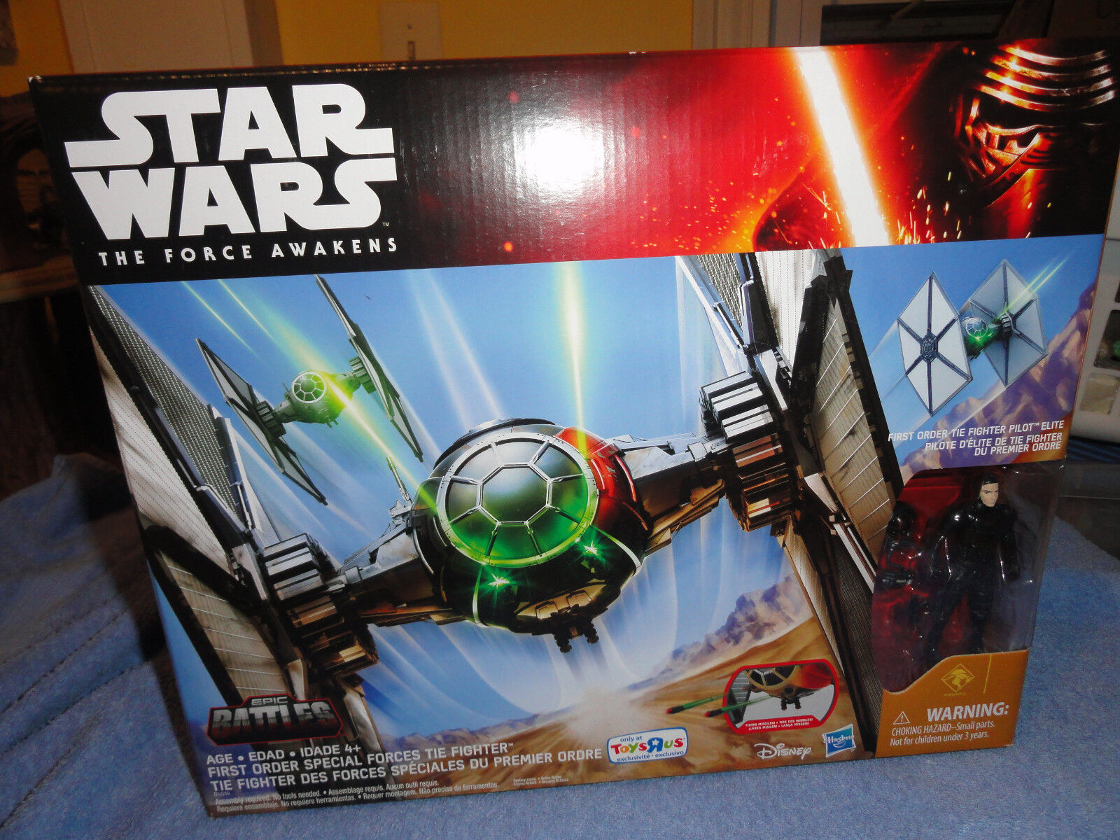 Star Wars The Force Awakens Tie Fighter w  pilot TRU Exclusive 2015 MIB  (C)