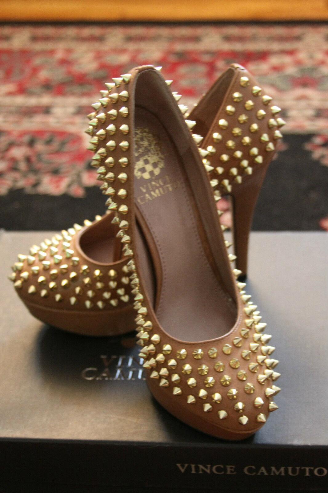 VINCE CAMUTO VC-MADELYN STUD-DETAIL IN BROWN LEATHER GOLD STUD-DETAIL VC-MADELYN PUMP SIZE 6M 558972
