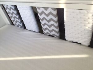 Handmade-Cot-Bar-Bumpers-Set-Of-10-Grey-Chevrons-amp-White-Dimples-Unisex-New-Baby