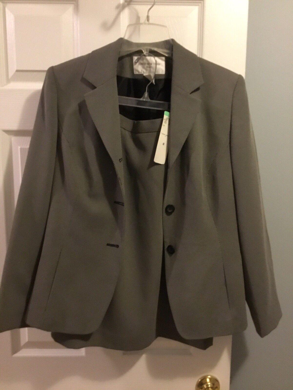 Jones New York Suit NWT Suit. Size 8